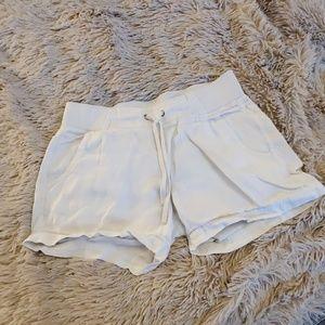 Cute white linen Athleta shorts size 8